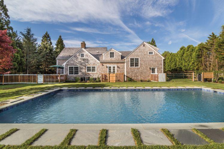 Casa Unifamiliar por un Alquiler en Bridgehampton Village With Heated Pool Bridgehampton, Nueva York