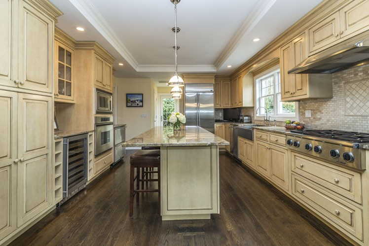 Additional photo for property listing at For The Discerning Buyer, Pristine Southampton Traditional  Southampton, New York