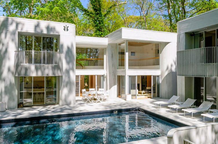 Casa Unifamiliar por un Alquiler en Modern Living Overlooking Noyac Golf Course Sag Harbor, Nueva York
