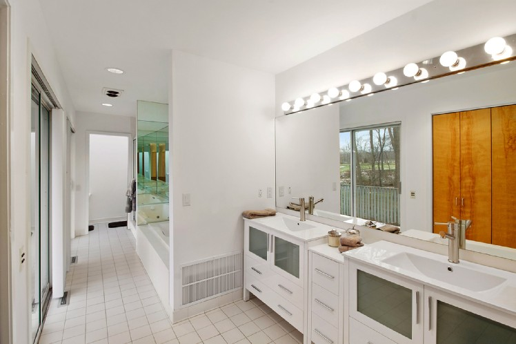 Additional photo for property listing at Modern Living Overlooking Noyac Golf Course  Sag Harbor, Nueva York