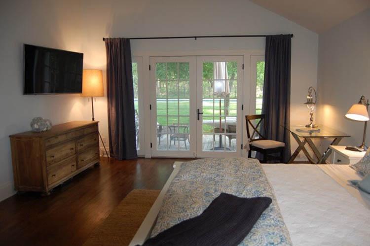 Additional photo for property listing at Renovated Bridgehampton Rental  Bridgehampton, New York