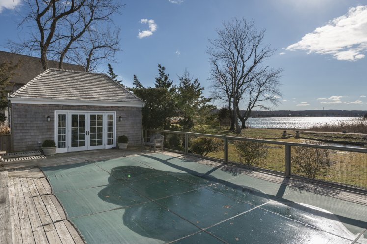 Additional photo for property listing at Sag Harbor Village Charmer With Water Views  Sag Harbor, Nueva York