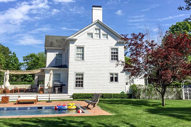 Additional photo for property listing at Classic Water Mill Farmhouse  Water Mill, New York