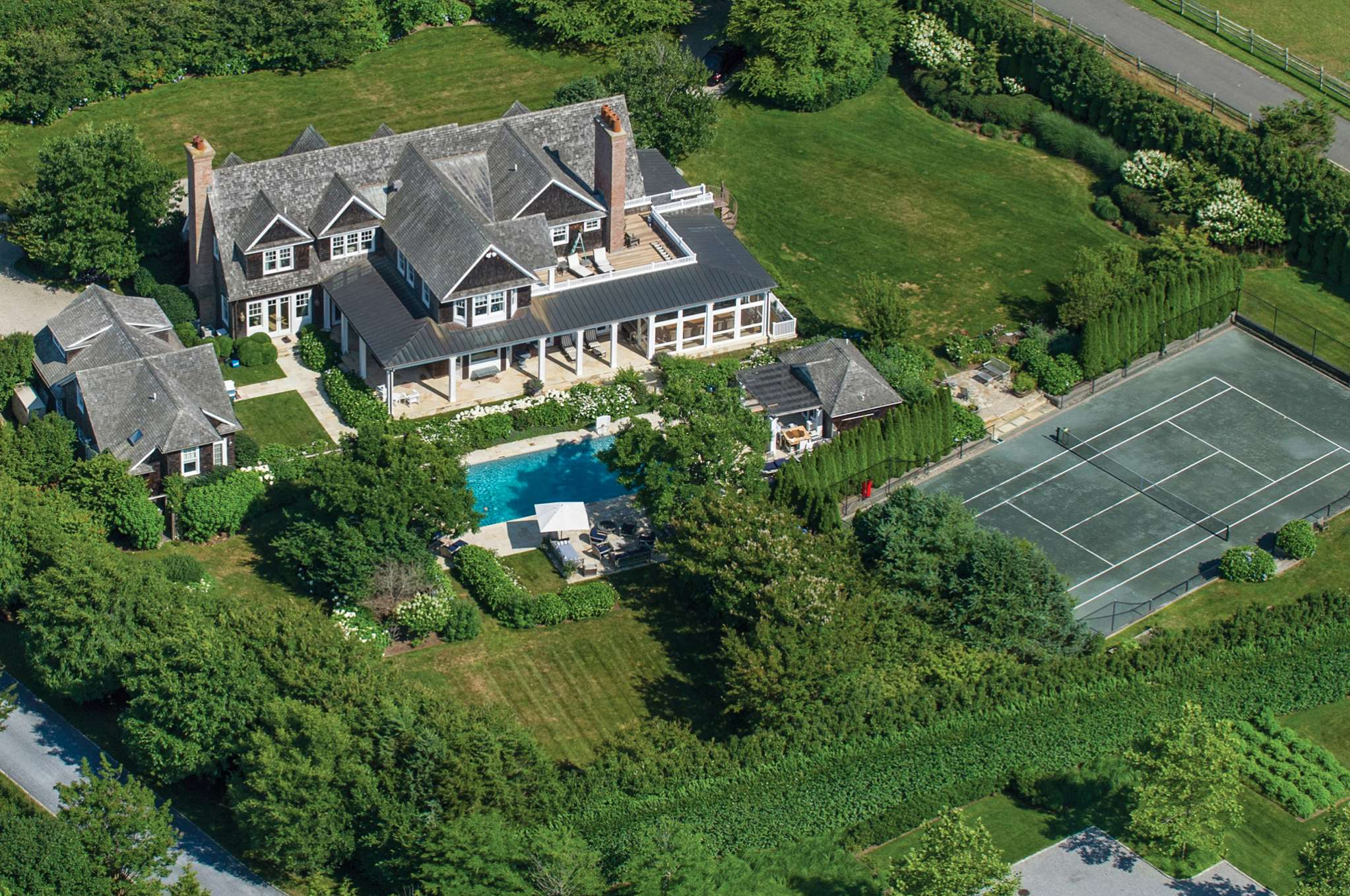 Additional photo for property listing at Bridgehampton South Estate On Reserve  Bridgehampton, New York